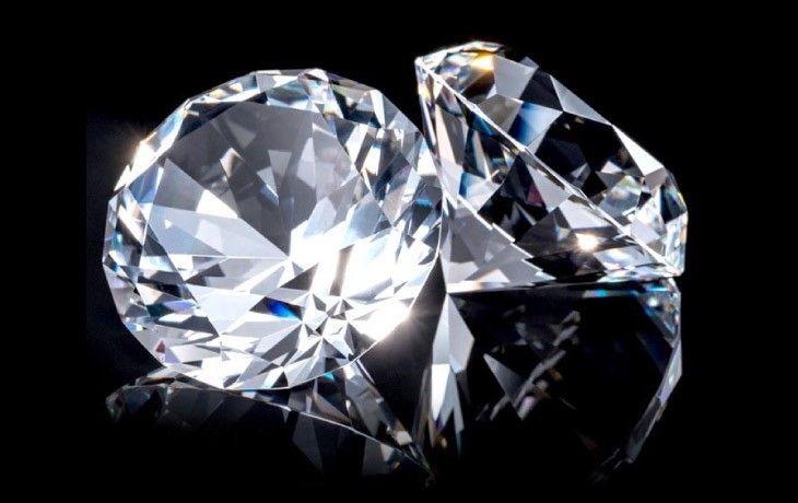 ダイヤモンドが輝く画像